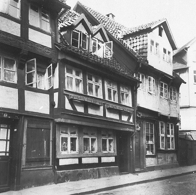 Ritterstrasse 15, 16, 17, Ecke Schloßstrasse (1943). Quelle: Landesamt für Denkmalpflege Niedersachsen