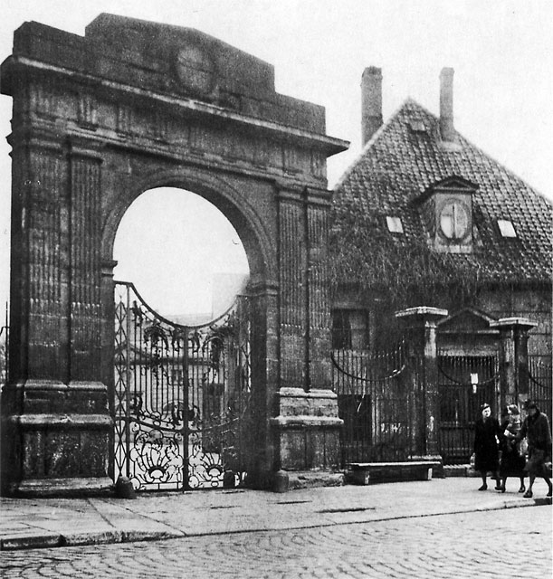 1935: Tor vom ehem. Marstall des Schlosses am Ackerhof