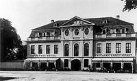 Der Augustplatz um 1920: Dannes Hotel