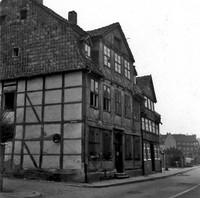 Die Friesenstraße 1959: Nr. 60 und 61, gesehen von Ecke Schulweg