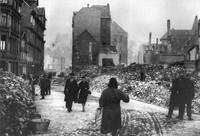 1944: Kuhstraße, Blick zum Ölschlägern von der Ecke Ritterstraße