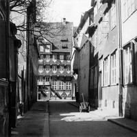 Karrenführerstraße, Blick zur Stobenstraße