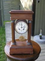 Uhr : Gehäuse massive Eiche , funktionstüchtig , von einem Uhrmacher in Dänemark durchgesehen ,  € 270,-        VERKAUFT