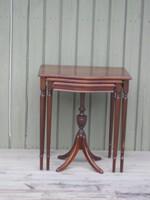 3er Tisch , massiv Mahagoni , sehr guter Zustand ,  ca. 1940 , € 280,-  VERKAUFT