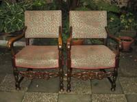 2  Stühle aus Eichenholz , ca. 1940 , später bezogen mit neuem Stoff , der fehlerfrei ist.    je € 225,-  ,   beide Stühle  verkauft