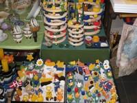 Reichhaltige Auswahl an Holzsteckfiguren zu den verschiedenen Holzkränzen vorrätig -jaheszeitlich gut sortiert.