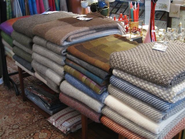 Reichhaltige Auswahl an Wolldecken eingetroffen von € 140,- bis  € 195,-