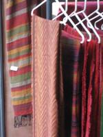 sehr dünne und angenehm zu tragende Schals aus reiner Wolle. Viele Muster und Farben vorrrätig