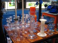 fast alle Leuchter haben das bläulich schimmernde Glas aus den 50er bis 70er Jahren , teilweise sogar signiert