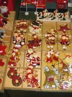 Reichhaltige Auswahl an Metall-Figuren mit                                     weihnachtlichen Motiven