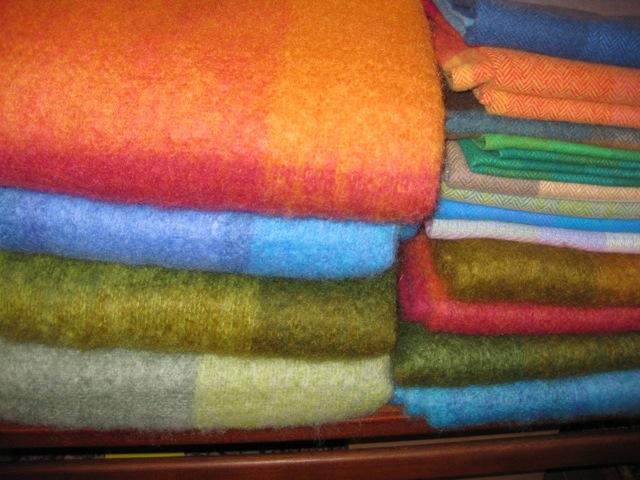 Wolldecken / Knieplaid aus 70% Mohair / 30% Schurwolle Decken: 140 x 220cm , € 195,- Knieplaids: 100 x 140cm , € 90,-