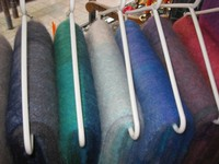 Wolldecken: 75% Mohair/25% Schurwolle ,  Größen: 140x220/240cm Preise: € 180.-