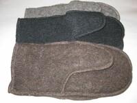 Handschuhe , innen aus reiner Baumwolle, aussen reine Schurwolle in 3 verschiedenen Erwachsenengrößen und 5 verschiedenen Farben von den Färöer-Inseln , je € 40,-