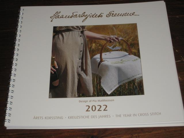 Der Jahreskalender für 2022 ist gerade eingetroffen.        Designer: PIA MATTHIESSEN
