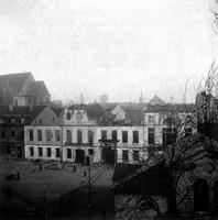 Dannes Hotel (mit Trümmerbahn) am Augusttor nach dem Kriege