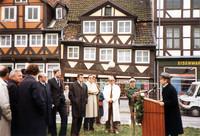 20. Oktober 1983, erster Spatenstich für das Projekt Ackerhof-West auf dem Grundstück an der Georg-Eckert-, Langedammstraße durch den Niedersächsischen Sozialminister Hermann Schnipkoweit.