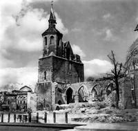 1945: Die stark beschädigte Magnikirche