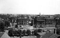 1949: Schlossruine mit Trümmerverwertungsanlage, Blick vom Rathausturm
