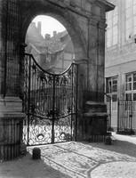 Eingang zum ehemaligen Marstall des Schlosses am Ackerhof