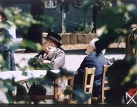 Kaffeetafel auf dem Kirchplatz (1970er)